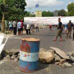 Petani Garam Boikot Jalan Talabiu