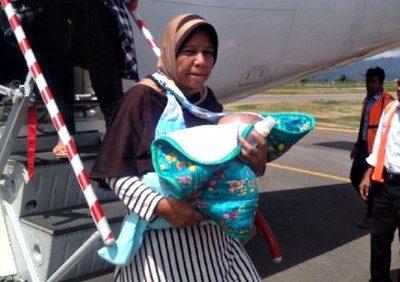 Wildan dan orang tuanya tiba di Bima. Foto: Rangga Babuju
