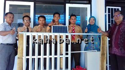 4 Siswa SMKN 2 Kota Bima didampingi guru pembina dan Kepala Sekolah. Foto: Eric