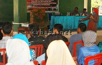Dosen UNDIP Semarang saat ngajar Kuliah Umum di STISIP. Foto: Deno