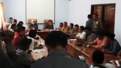 Audiensi warga Oi Katupa dan Bupati Bima. Foto: Ady