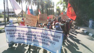Massa Oi Katupa dan GNP saat gelar aksi bungkam. Foto: Bin