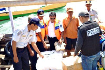 Jajaran Dishubkominfo Kabupaten Bima dan Polsek Langgudu saat patroli laut. Foto: Dishubkominfo