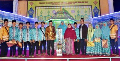 Kafilah Lambu dengan piala bergilir. Foto: Hum