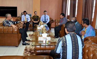 Kanwil Ditjen Perbendaharaan Provinsi NTB beserta rombongan saat diterima oleh Wawali Bima. Foto: Hum