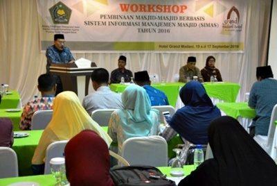 Kepala Bidang Binmas Islam Kemenag Propvinsi NTB, H Sulaiman Hamid saat membuka acara Workshop SIMAS. Foto: ntb.kemenag.go.id