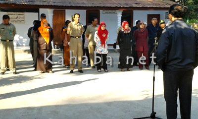 Kepala Dinas Pertanian Tanaman Pangan dan Holtikultura Kabupaten Bima Tayeb saat pimpin apel pagi. Foto: Noval