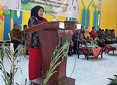 Ketua Tim Penggerak  PKK Kabupaten Bima Ny. Rostiati Dahlan. Foto: Hum