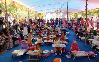 Lomba mewarnai gambar tingkat anak anak dalam rangka kegiatan Harganas. Foto: Hum