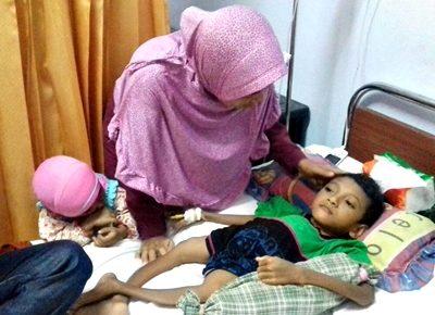 M. Nur Rizki terbaring saat dikunjungi LPA. Foto: Istimewa