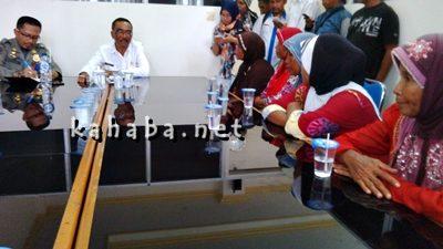 Pedagang saat audiens dengan Asisten II Setda Kota Bima dan Kasat Pol PP. Foto: Noval