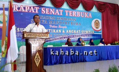 Proses Gladi Bersih wisuda Akbid Surya Mandiri Bima angkatan ke-VI. Foto: Eric