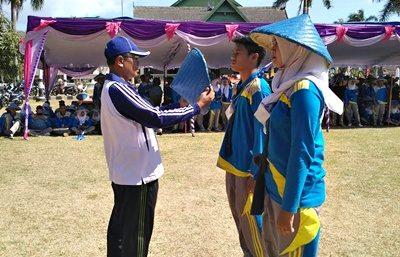 Prosesi upacara penutupan PKKMB STIE Bima. Foto: STIE