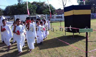 Siswa TK Yaa Bunayya dan SD Lukman AL Hakim saat praktek Manasik Haji. Foto: Eric
