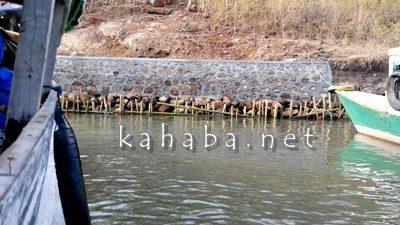 Tambatan perahu yang dibangun asal - asalan di Desa Punti. Foto: Noval