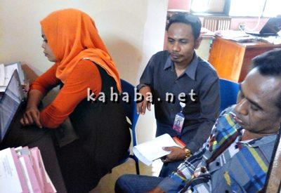 Vivi didampingi kuasa hukum saat melapor di Sat Reskrim Polres Bima Kota. Foto: Deno