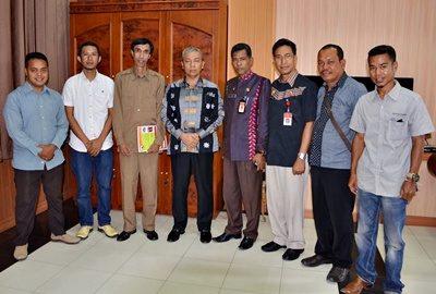 Wawali Bima pose bersama pengurus FOKKA Jakarta. Foto: Hum