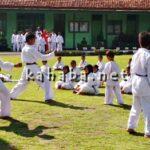 Atraksi Karate Cilik, Meriahkan HUT TNI di Bima