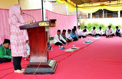 Bupati Bima saat menyampaikan sambutan pada acara Imtaq Gabungan. Foto: Hum