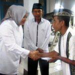 Bupati Serahkan Bantuan Dana Masjid Baitul Mutaqim Desa Tolotangga