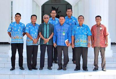 Foto bersama Sekda Kota Bima TP UKS Kabupaten Sumbawa. Foto: Hum