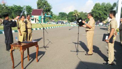 Walikota Bima melantik dua pejabat Pemkot. Foto: Bin