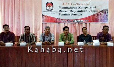 Jajaran KPU Kota Bima saat sosialisasi pemilih pemula di SMKN 1 Kota Bima. Foto: Eric
