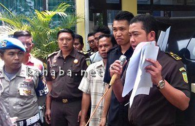 Jaksa saat menerima lapora KPPR soal dugaan korupsi ADD Kades Talapiti. Foto: Eric