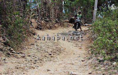 Kondisi jalan di Dusun Ropo Desa Ntoke. Foto: Bin
