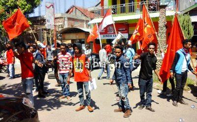 LMDN saat aksi di Cabang Mande. Foto: Deno
