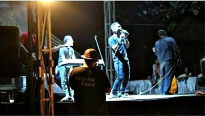 La Hila Band saat tampil di panggung Festival Uma Lengge. Foto: Dok La Hila Band