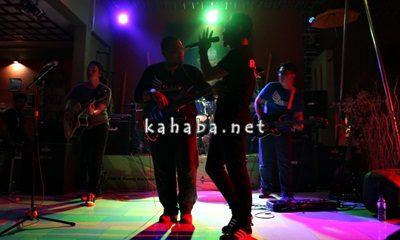 La Hila Band saat tampil memukau di Falcao Cafe'. Foto: Bin