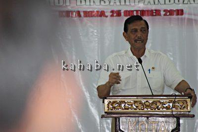 Menko Maritim Luhut Binsar Pandjaitan memberikan sambutan di Convention Hall Paruga Nae Kota Bima. Foto: Bin