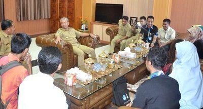 Pendamping PKH saat silahturahim dengan Wakil Walikota Bima. Foto: Hum