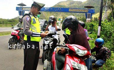 Razia gabungan Polres Bima di perbatasan Kota Bima dan Kabupaten Bima . Foto: Deno