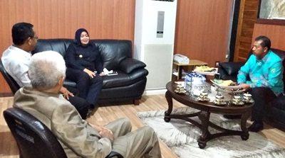 Walikota Bima dan Bupati Bima saat tatap muka membahas soal Bima. Foto: Hum
