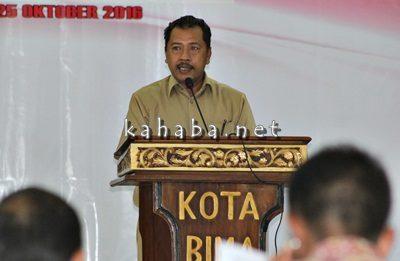 Walikota Bima saat menyampaikan sambutan dihadapan Menko Maritim. Foto: Bin