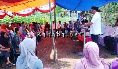 Walikota Bima saat menyampaikan sambutan pada acara peletakkan batu pertama program keserasian sosial di Kelurahan Lewirato. Foto: Bin