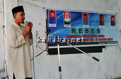 Warga Lingkungan Benteng Kelurahan Melayu Dedy saat menyampaikan aspirasi pada Reses Anggota DPRD Kota Bima Dapil I. Foto: Bin