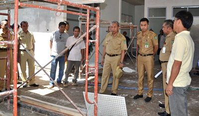 Wawali Bima saat tinjau lokasi proyek kesehatan. Foto: Hum