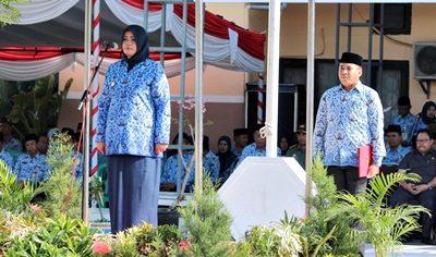 Bupati menjadi inspektur upacara Ulang Tahun Korpri ke-45. Foto: Hum
