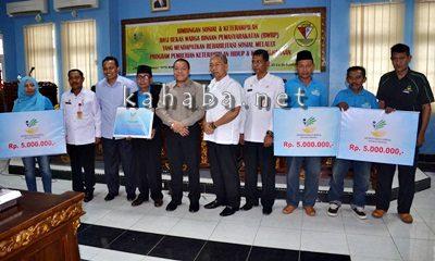 Direktur RSTS dan KPO Kemensos Serahkan Bantuan Rehabilitasi Sosial BWBP. Foto: Eric