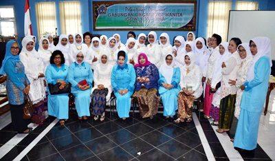 Foto bersama usai pelantikan Ketua GOW Kota Bima. Foto: Hum