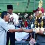 Lutfi Serahkan Hadiah Sepakbola Rabadompu Cup II