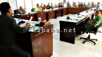 Hearing anggota DPRD Kota Bima dan warga Dara soal penimbunan Laut Amahami. Foto: Noval