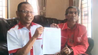 Nazamuddin dan Syafrudin menunjukan SK dari DPP. Foto: Bin