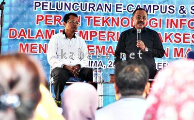 Ketua STIE Bima dan Kopertis Wilayah VIII saat memberikan pemaparan saat acara peluncuran E-Campus. Foto: Bin
