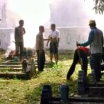 Madasigi Gotong Royong Bersihkan Masjid Sultan Muhammad Salahudin