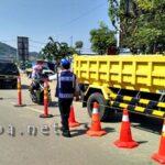 Cegah Kecelakaan, Dishub Pasang Marka Jalan di Amahami