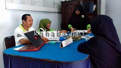 Pansel Calon Sekda saat bekerja menerima berkas pendaftaran pejabat. Foto: Eric